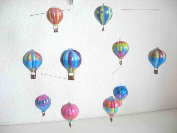Mobile mit Heißluftballons aus Blech