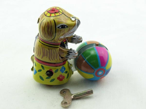 Blechspielzeug - Hund mit Ball