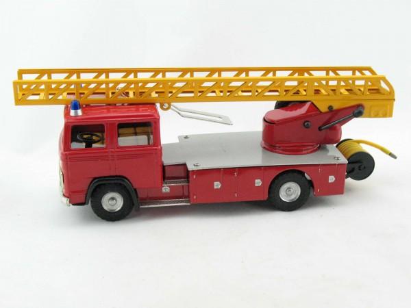 Mercedes LKW Feuerwehr Leiterwagen von KOVAP - Blechspielzeug